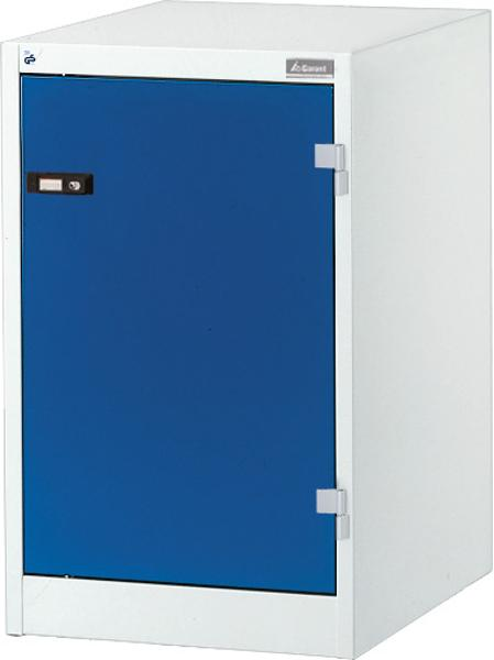 Combinable cabinet with solid sheet hinged door